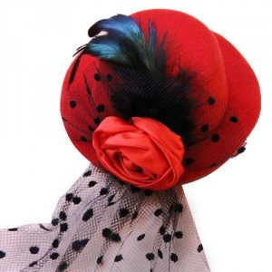 Chapeau bibi rouge BLACK SUGAR, 8 €.