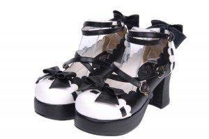 Chaussures avec brides croisées + nœuds en décoration, hauteur talon 7,5 cm. Disponibles en blanc/noir, rouge et rose. REF: 8076, 69€.